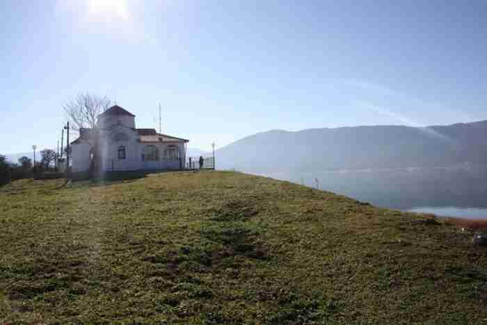 Ένα νησάκι σε λίμνη καλύτερο από των Ιωαννίνων