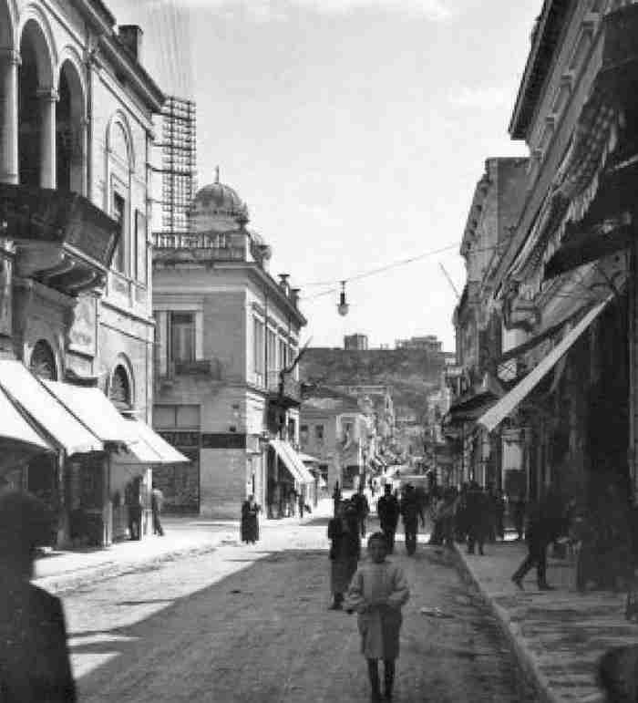 Αιόλου: Τα άγνωστα μυστικά που κρύβει ο πρώτος δρόμος της Αθήνας