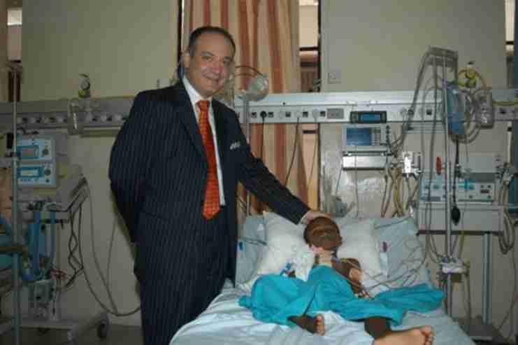 Α. Καλανγκός: ο καρδιοχειρουργός που έχει σώσει χιλιάδες άπορα παιδιά θα χειρουργεί δωρεάν στο «Η Αγία Σοφία»