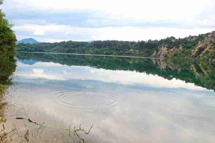 """Λίμνη Ζηρού: Η άγνωστη λίμνη με την """"Ελβετική ομορφιά"""" που δεν υπήρχε καν στους τουριστικούς χάρτες"""