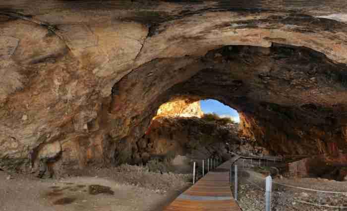 Φράγχθι: Το άγνωστο σπήλαιο που βρέθηκε ο αρχαιότερος πλήρης ανθρώπινος σκελετός στην Ελλάδα