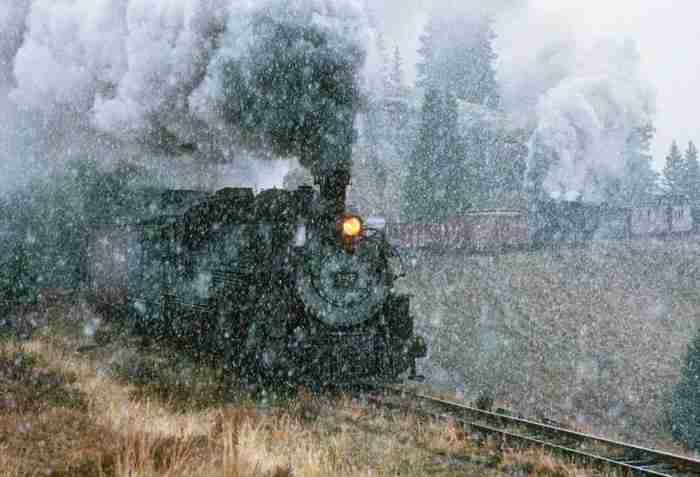 Τρένα διασχίζουν χιονισμένα τοπία στις 30 ωραιότερες φωτογραφίες που θα δείτε σήμερα