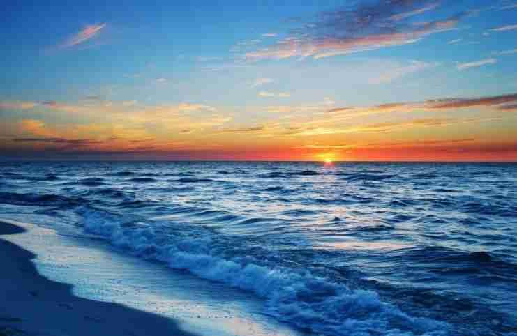 Έρευνα αποδεικνύει ότι μια βόλτα στη θάλασσα μπορεί να αλλάξει τη δομή του εγκεφάλου