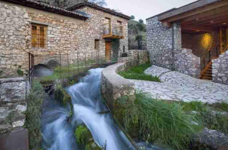 12 ελληνικά χωριά που πρέπει να επισκεφτείς μια φορά στη ζωή σου