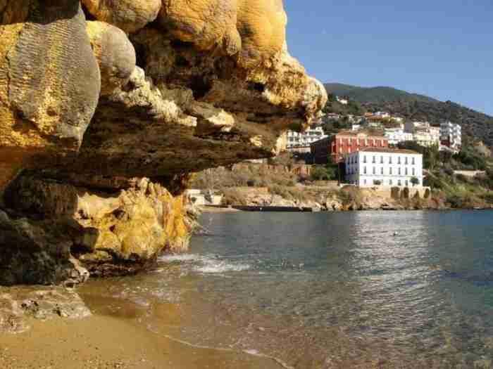Όταν ο Τσώρτσιλ, η Γκρέτα Γκάρμπο, ο Ομάρ Σαρίφ και ο Ωνάσης διασκέδαζαν στην αρχαιότερη λουτρόπολη της Ελλάδας