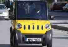 Το ελληνικό αυτοκίνητο που κυκλοφορεί με 1 ευρώ/100 χλμ, φορτίζει στην πρίζα του σπιτιού και παρκάρει σε θέση …κάδου