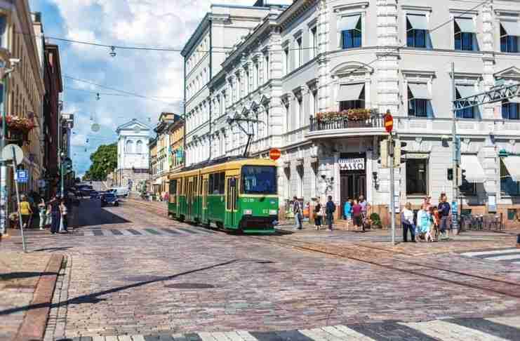 Η Φινλανδία προσφέρει στους πολίτες της καθολικό βασικό εισόδημα και αλλάζει τις ζωές τους