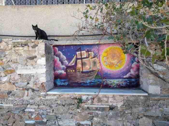 Ο Μανώλης Βορρίσης κάνει τις γάτες του Αιγαίου να ρίχνουν χαρούμενα νιαουρητά