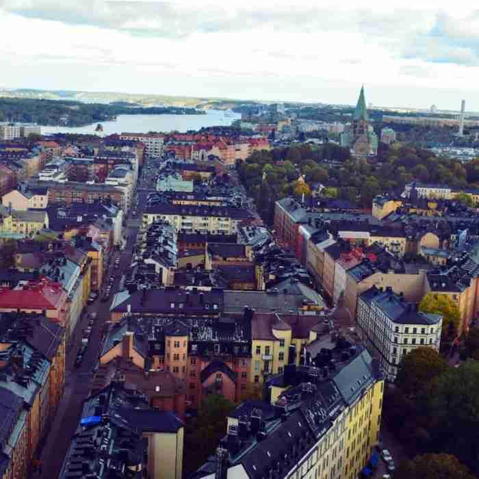 H Λίλα πήρε τα τρία της παιδιά, έφυγε για Στοκχόλμη και διηγείται την εμπειρία της