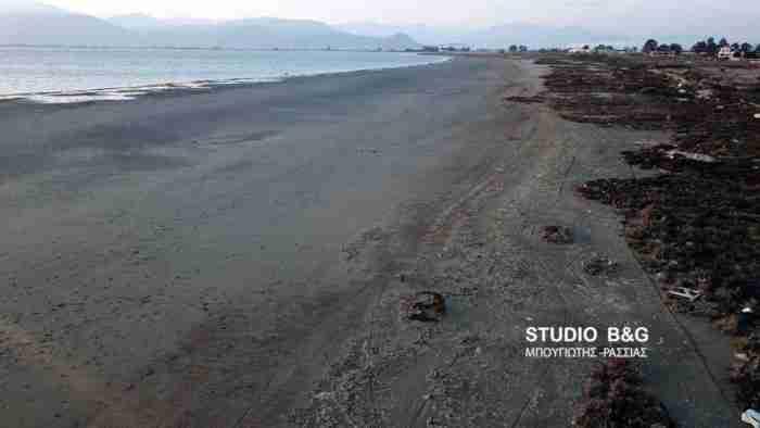Η υπερπανσέληνος εξαφάνισε τη θάλασσα στο Ναύπλιο και δημιούργησε.. καινούργια παραλία