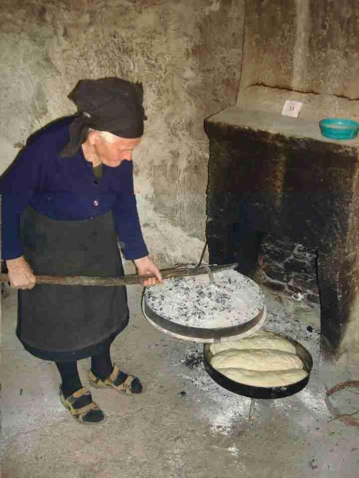 Έτσι ήταν το νοικοκυριό του σπιτιού στην Ελλάδα τα χρόνια τα παλιά..