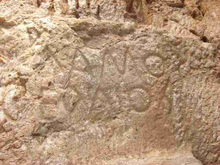 Το μοναδικό σπήλαιο στην Ελλάδα που έχει σκαλισμένα αγάλματα στο εσωτερικό του βρίσκεται στον Υμηττό