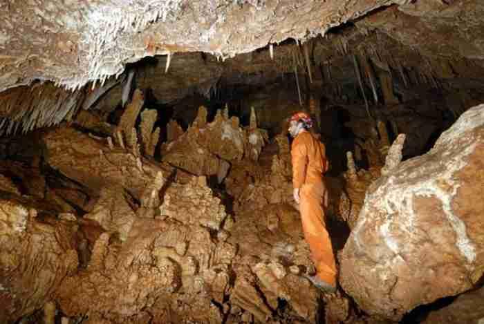 Το ωραιότερο σπήλαιο της Αττικής βρίσκεται στο Χαϊδάρι - Οι περισσότεροι δεν το γνωρίζουν καν