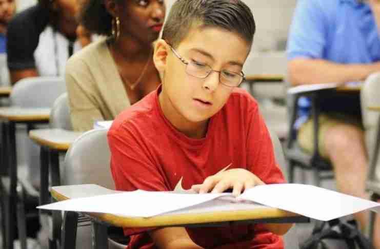 11χρονος γιος-ιδιοφυΐα Έλληνα ιερέα απαντά στον Χόκινγκ και του αποδεικνύει ότι «Υπάρχει Θεός»