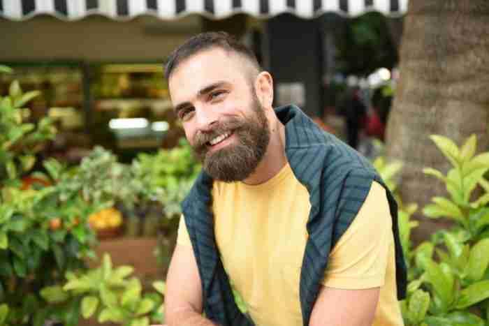 Γιώργος Ευγενειάδης: Ο διαφορετικός δάσκαλος μαγειρικής που διδάσκει σε παιδιά με αναπηρία και ειδικές ανάγκες
