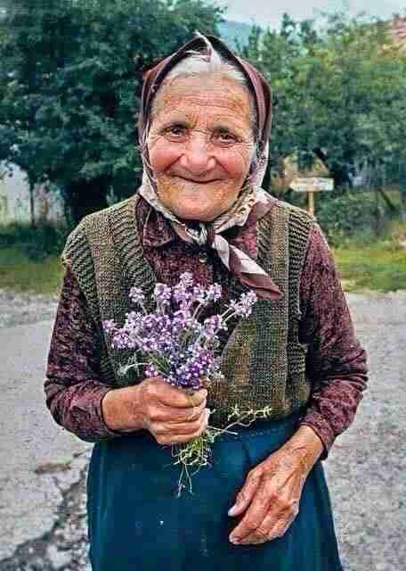 Το πολύτιμο δώρο που λέγεται παππούς και γιαγιά. Οι ήρωες που μας έδειξαν τα πρώτα βήματα στην ζωή
