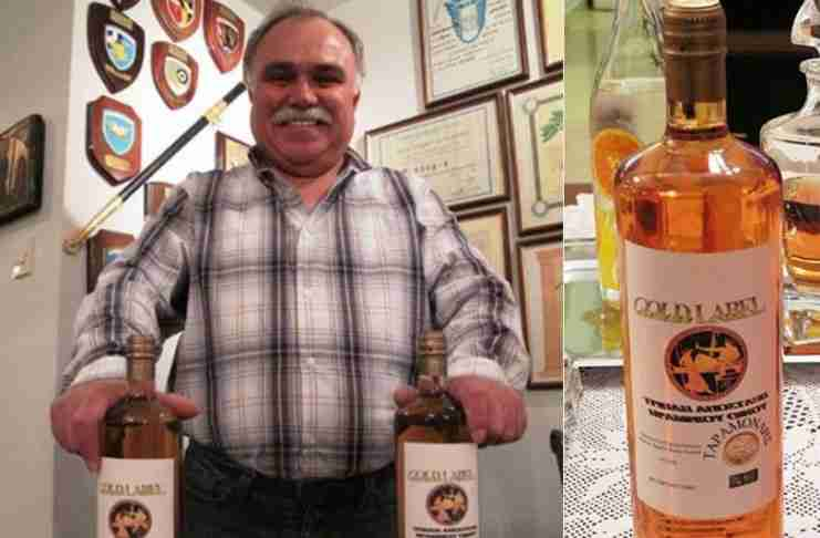 Σμήναρχος εν αποστρατεία από τη Λάρισα φτιάχνει ελληνικό ουίσκι και βάζει τα γυαλιά στους Σκωτσέζους
