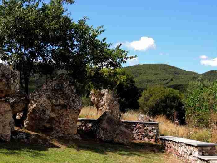Το σπάνιο γεωλογικό φαινόμενο κοντά στην Θεσσαλονίκη που δημιουργήθηκε από τη.. κατάρα μιας πεθεράς
