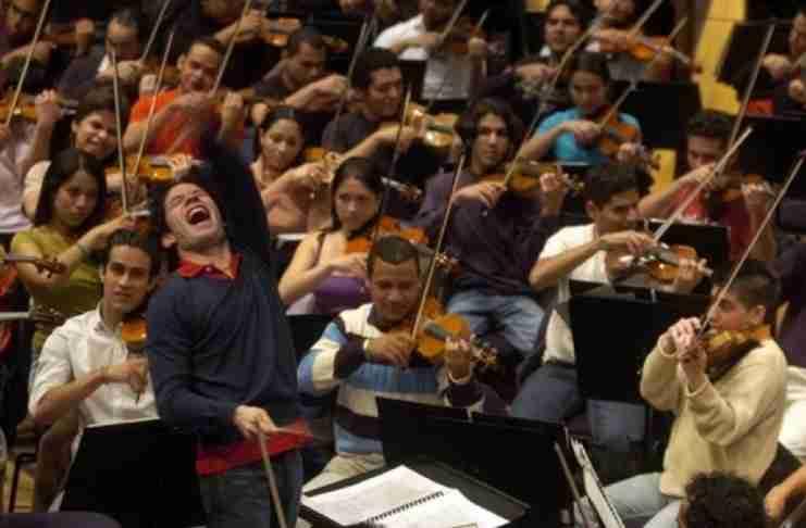 Δεν είναι ορχήστρα, είναι επανάσταση..