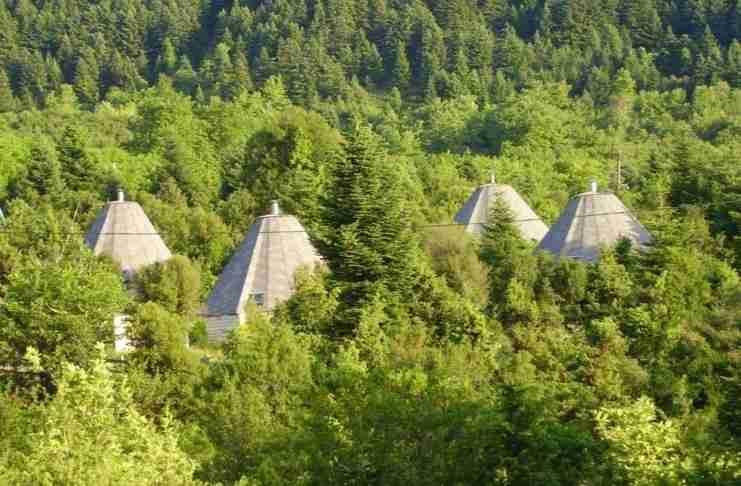 Έφτιαξε πέτρινα Ιγκλού στα 1.000 μέτρα υψόμετρο στα Τζουμέρκα και οι τουρίστες κάνουν ουρά