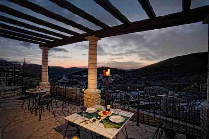 Το ξενοδοχείο με το καλύτερο πρωινό στην Ελλάδα σερβίρει από παραδοσιακές πίτες μέχρι τραχανά