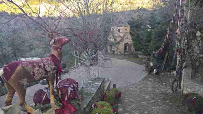 1,5 ώρα από την Αθήνα ένας Αρμένιος έχει φτιάξει ένα παραμυθένιο μέρος που σε «μεταφέρει» στο.. όρος Αραράτ