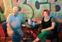 Οι άστεγοι έφτιαξαν ουζερί στον Κεραμεικό και σερβίρουν… μαθήματα ζωής