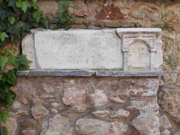 Το εκκλησάκι στην Πλάκα όπου βρίσκεται η καμπάνα που χτύπησε για πρώτη φορά στην Αθήνα