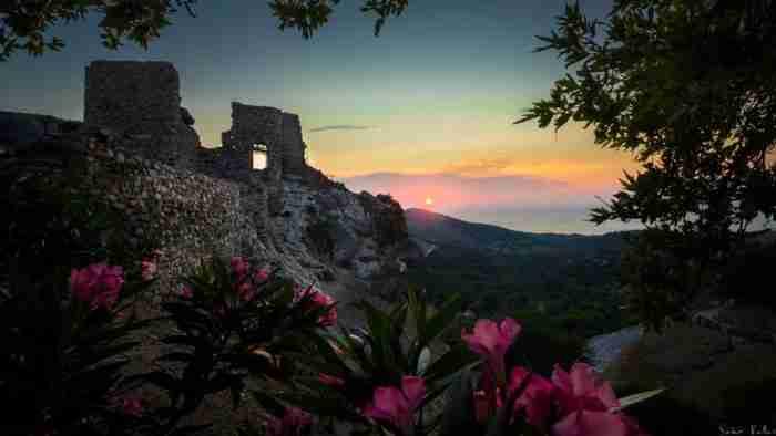 Το νησί των Μεγάλων Θεών: Ένα βουνό καταμεσής στο πέλαγος. Ένα κρυμμένο μυστικό στην άκρη του Αιγαίου