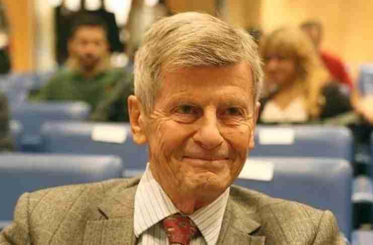 Ο καθηγητής Γιώργος Β. Δερτιλής: Απαιδευσία, ακρισία και αμάθεια απειλούν τη Δημοκρατία