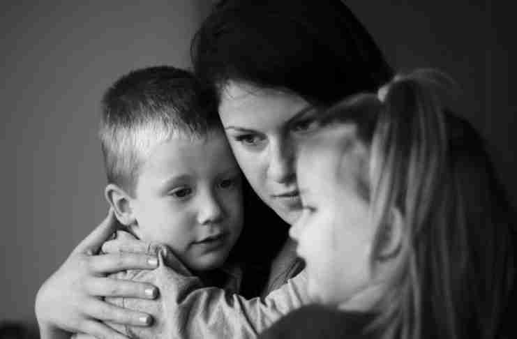 """«Δεν φοβάμαι να γίνω """"κακιά"""" μάνα, γιατί δεν σκοπεύω να μεγαλώσω παλιόπαιδα»"""