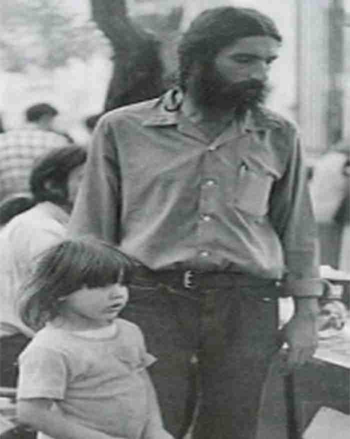 Το παπάκι: Το συγκινητικό τραγούδι που έγραψε ο Άσιμος για την κόρη του και ερμήνευσε υπέροχα η Αλεξίου