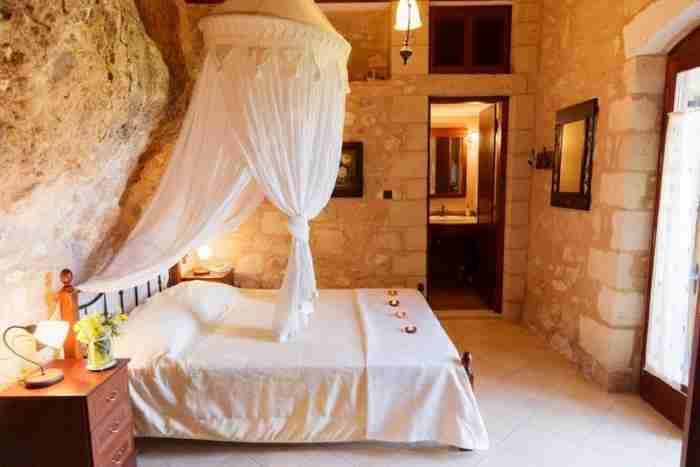 """Το """"μαγικό"""" σπίτι-σπηλιά στην Κρήτη σε 20 φωτογραφίες"""