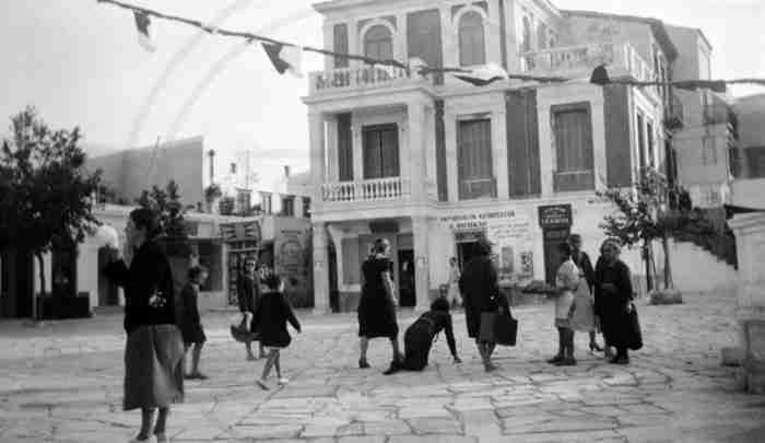 Πόσο διαφορετικές ήταν οι πόλεις της Ελλάδας τις προηγούμενες δεκαετίες; Η απάντηση σε 30 συγκινητικές φωτογραφίες