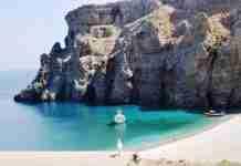 Η ονειρική, μυστική παραλία της Εύβοιας όπου κάποτε υπήρχε αρχαία πόλη που ερημώθηκε μυστηριωδώς