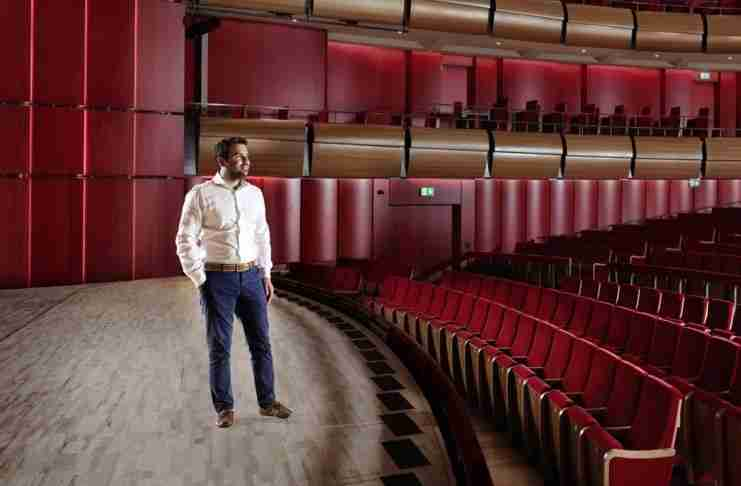 Νίκος Αναστασίου: Ο 36χρονος ξυλουργός από το Μενίδι που έγινε επίτιμος διδάκτορας της Οξφόρδης