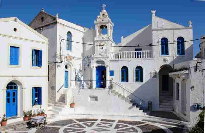 Η ωραιότερη μικρή πλατεία της Ελλάδας. Τόσο όμορφη που μοιάζει με ζωγραφιά
