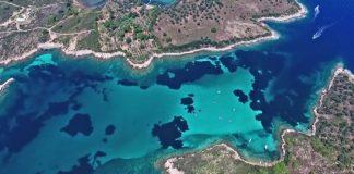 """Γαλάζια λίμνη: Όταν η Καραϊβική """"υποκλίνεται"""" στην ομορφιά της Χαλκιδικής"""