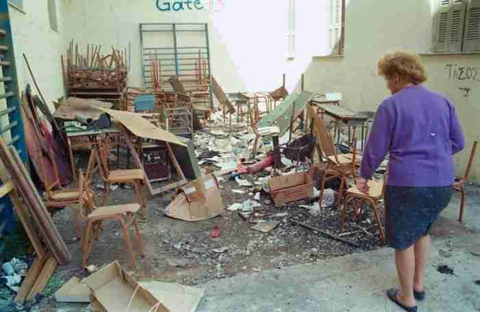 Το θρυλικό σχολικό συγκρότημα της Γκράβας. Η ιστορία, οι καταλήψεις, οι εκδρομές και οι.. τσαμπουκάδες