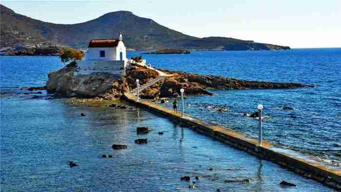 Το διαμάντι του Αιγαίου: Αληθινές διακοπές στο πιο αυθεντικό νησί στα Δωδεκάνησα