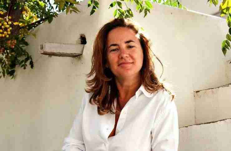 H δημοσιογράφος Λώρη Κέζα μετανάστευσε στον Καναδά και γράφει για τη δυστυχία του να ζεις στην Ελλάδα