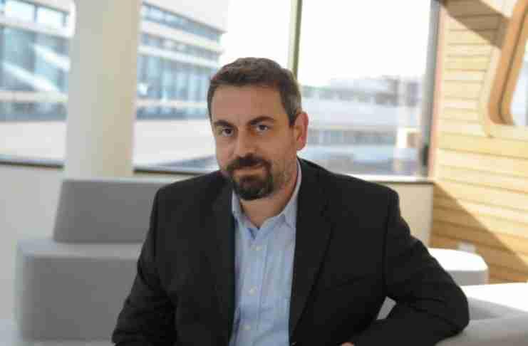 Ο βραβευμένος Έλληνας επιστήμονας που πολεμάει τον καρκίνο με το Φως