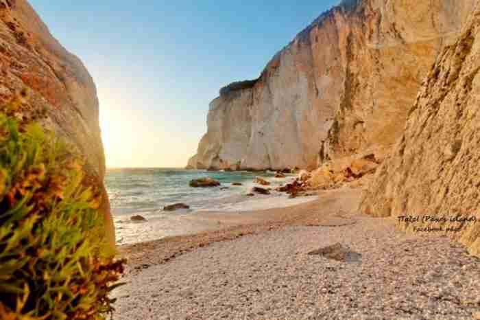 Η νεότερη παραλία της Ελλάδας δημιουργήθηκε το 2008 και θυμίζει εξωτικό Παράδεισο