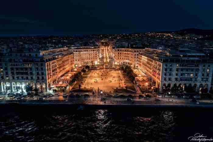 40 φωτογραφίες που αποδεικνύουν ότι η Αριστοτέλους είναι η ωραιότερη πλατεία της Ελλάδας