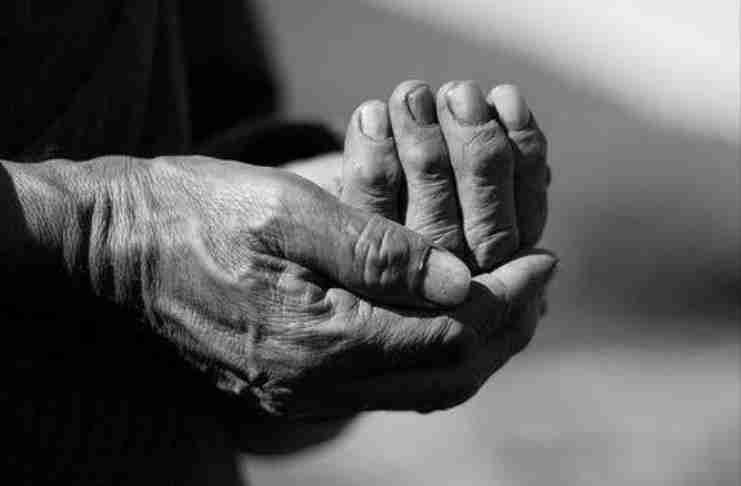 """""""Τα χέρια"""": Ότι πιο συγκινητικό γράφτηκε ποτέ για τη μάνα"""