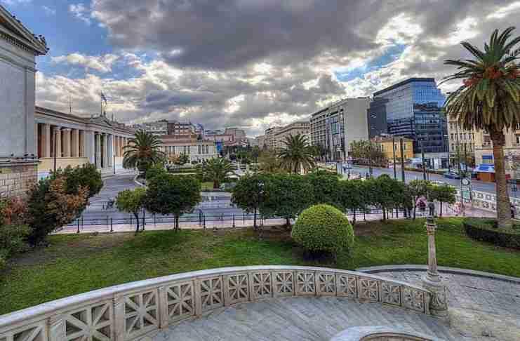 Η ανουσιότητα του να είσαι νέος, μορφωμένος, έντιμος και να ζεις στην Ελλάδα