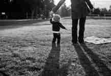 «Μπαμπάδες, σκεφτείτε πόσα κάνει καθημερινά η γυναίκα σας για εσάς και την οικογένειά σας»