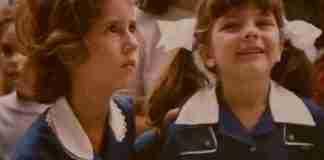 Τότε που φορούσαμε σχολικές ποδιές. θυμάσαι τότε;