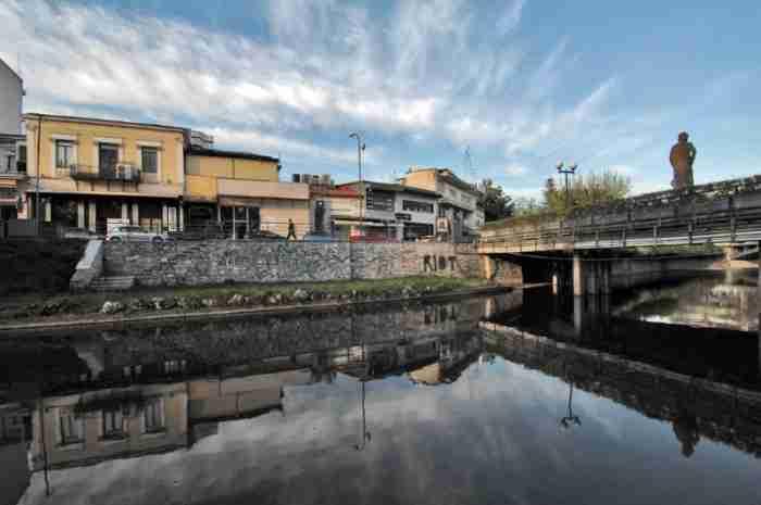 Guardian: Η μοναδική πόλη της Ελλάδας που δεν χρειάζεται να ξέρεις έναν πολιτικό για να καταφέρεις κάτι