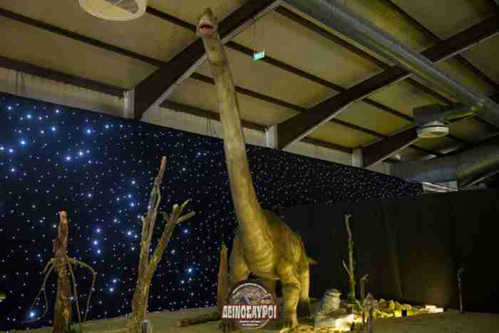 Ένα εντυπωσιακό θεματικό πάρκο δεινοσαύρων μόλις άνοιξε τις πύλες του στην Αθήνα